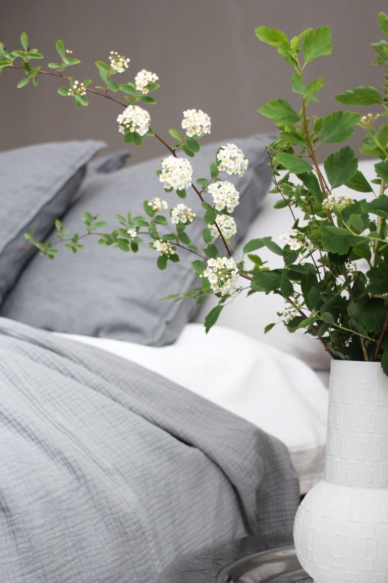 Schlafzimmer - Spierstrauchzweige - design and BLOOM